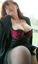 Eine reife Frau gibt Anregungen für Liebesspiele