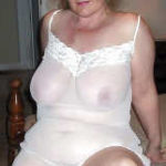 Eine Single Frau bläst ein XL Glied